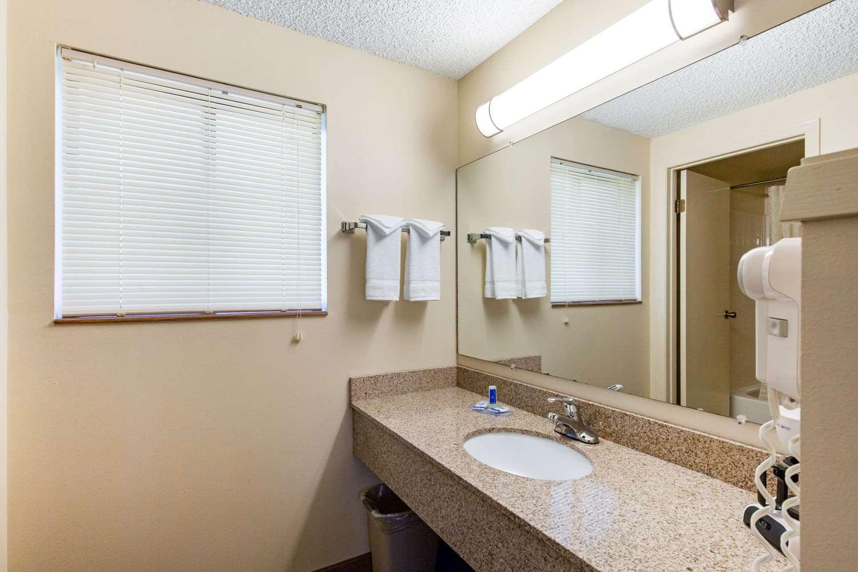Suite - Rodeway Inn Glenwood Springs