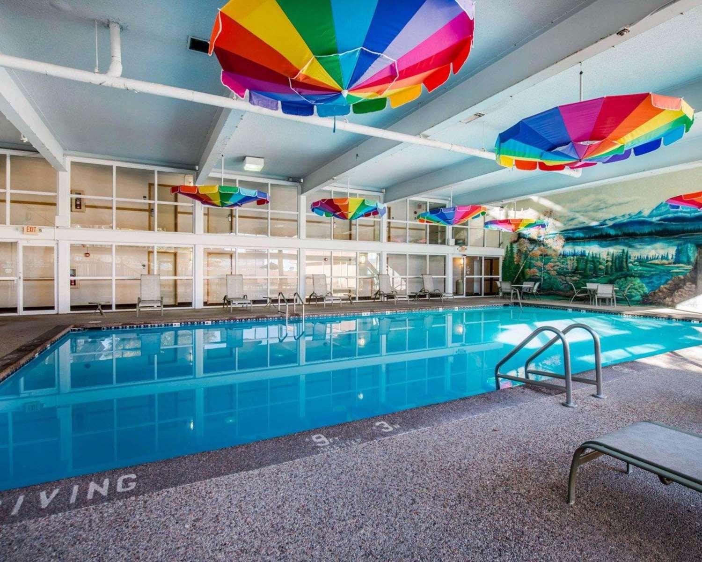 Pool - Clarion Inn Pueblo