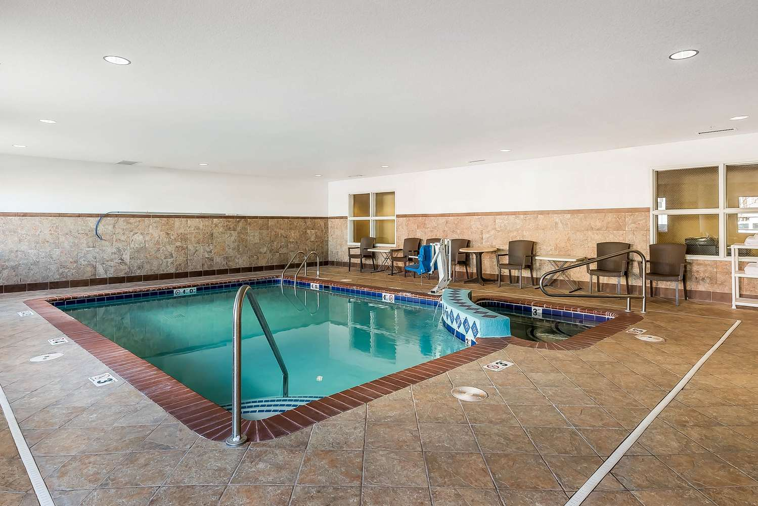 Pool - Comfort Suites Firestone
