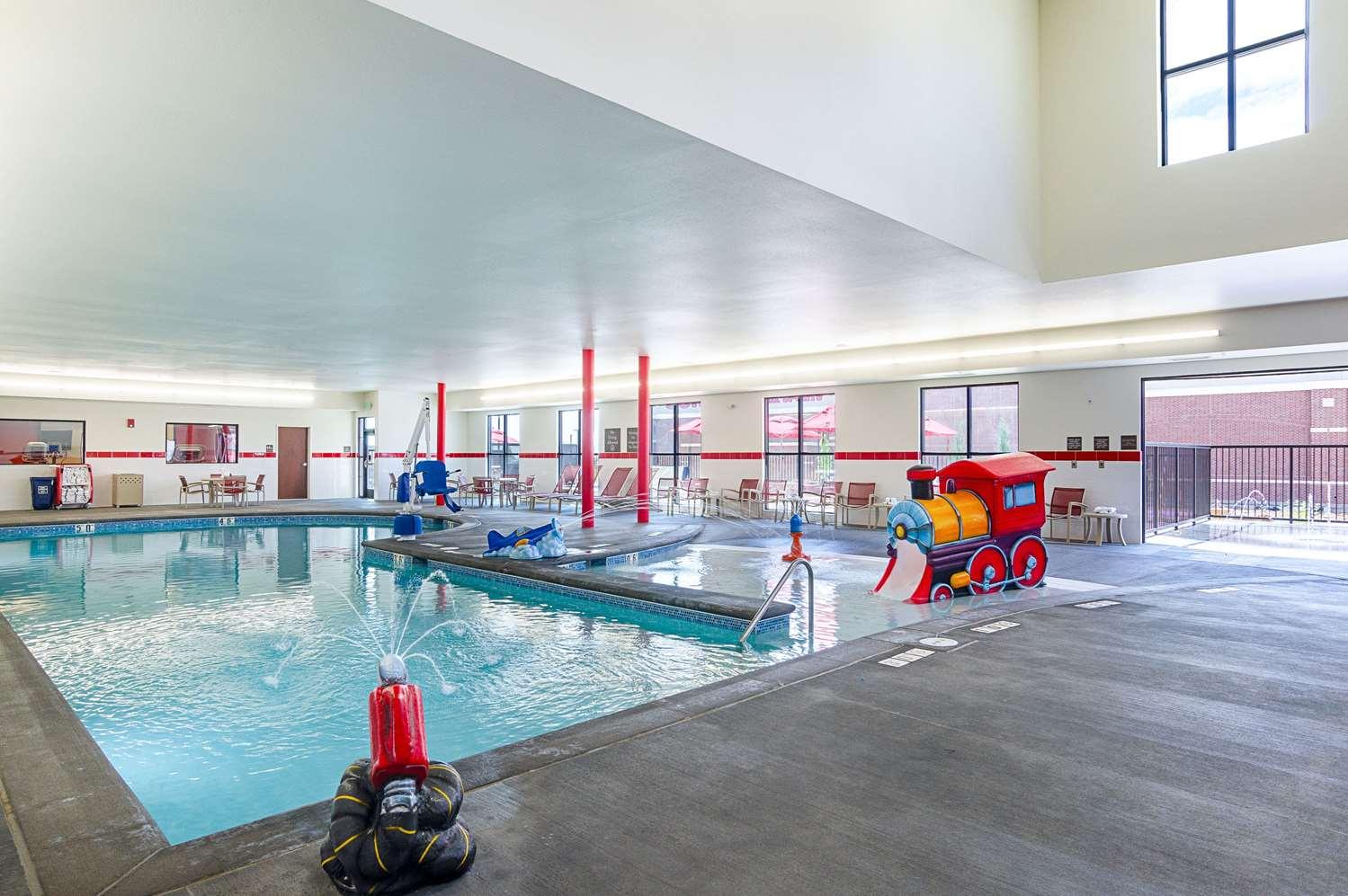 Pool - Comfort Inn & Suites Johnstown