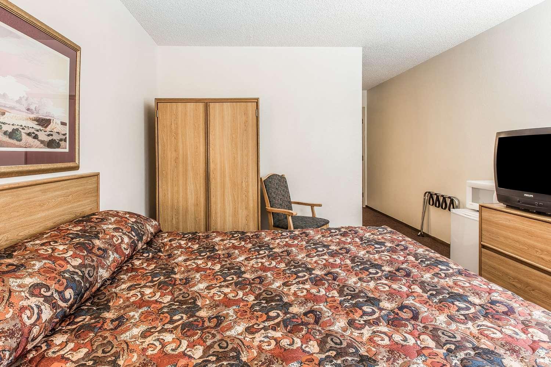 Room - Rodeway Inn Rifle