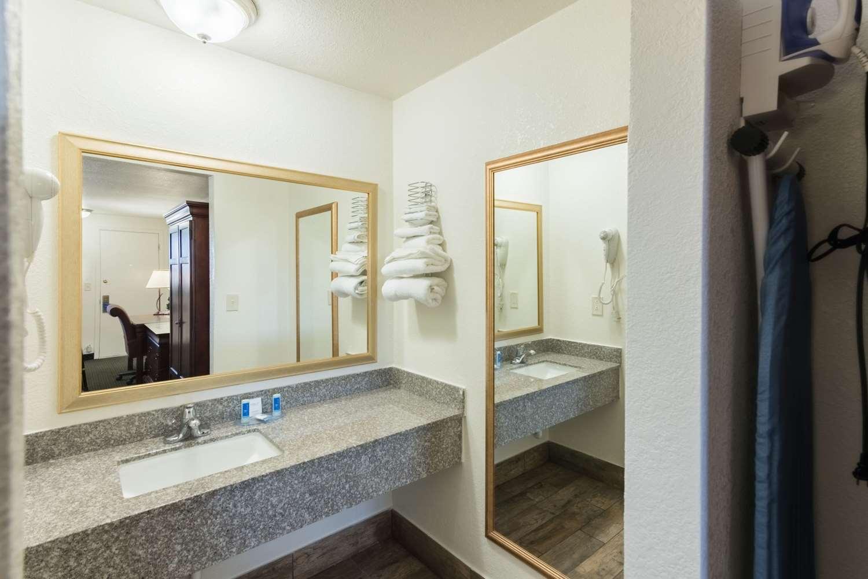 Room - Rodeway Inn Montrose