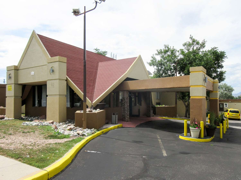 Exterior view - Rodeway Inn & Suites Northwest Denver