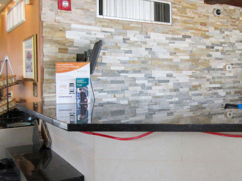 Lobby - Rodeway Inn & Suites Northwest Denver