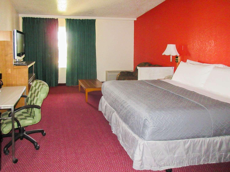 Room - Rodeway Inn & Suites Northwest Denver