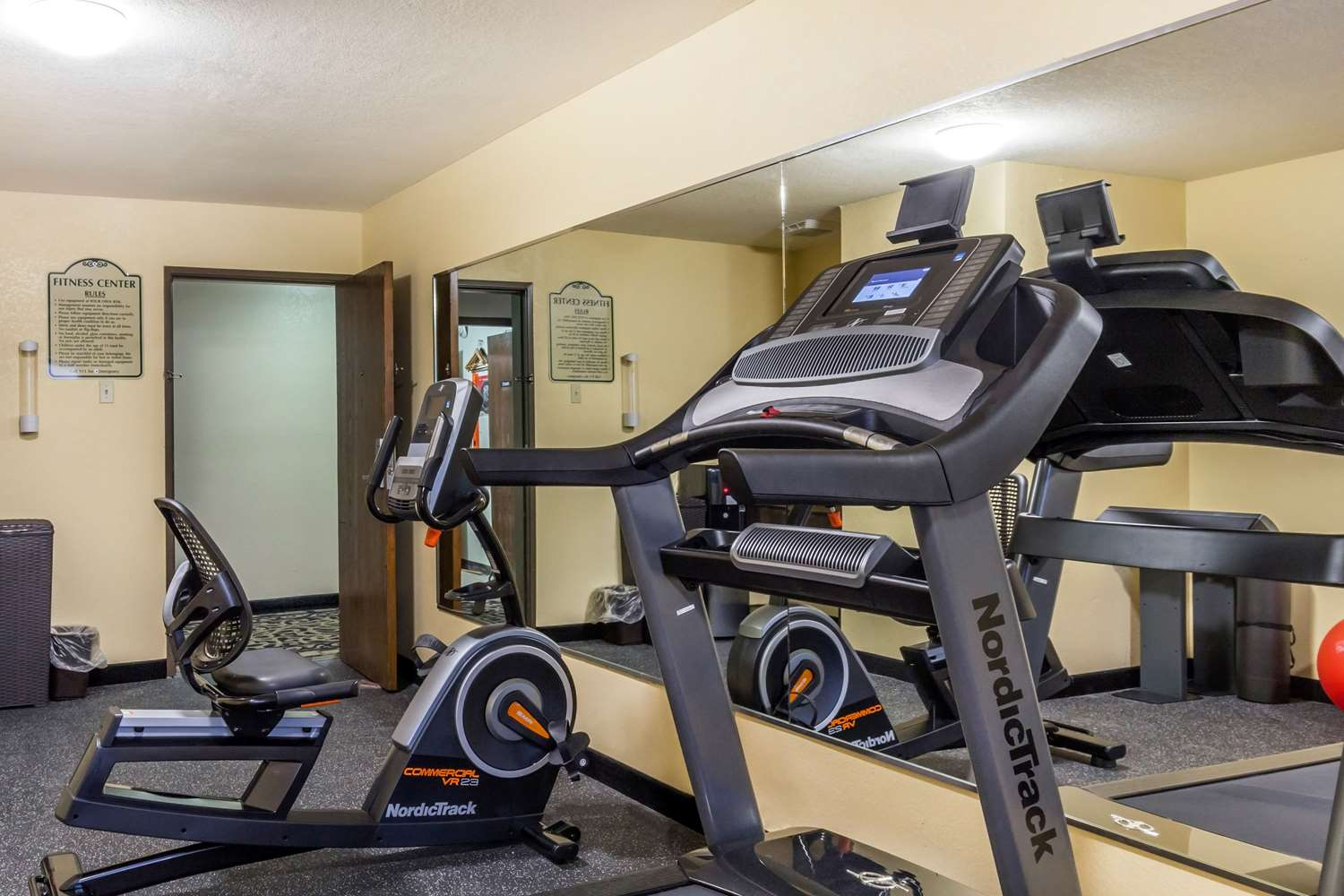 Fitness/ Exercise Room - Quality Inn Lamar