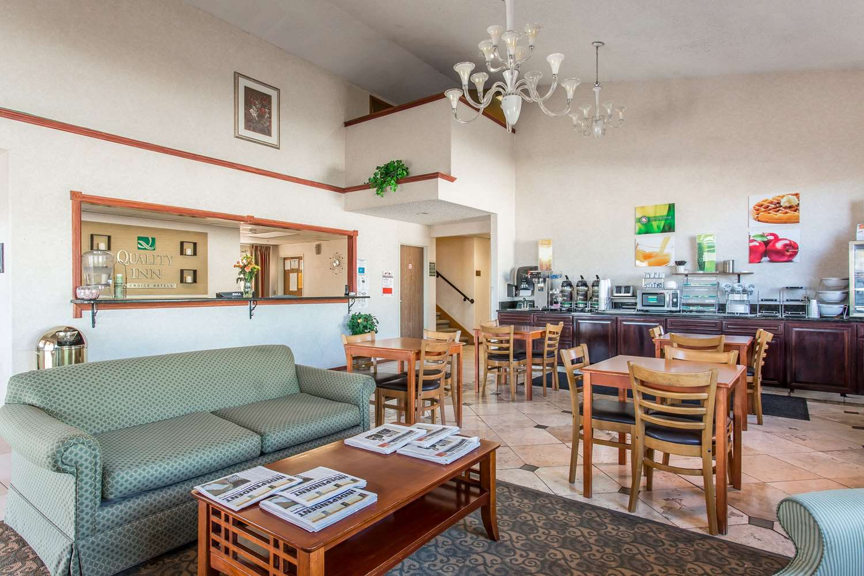 Lobby - Quality Inn Delta
