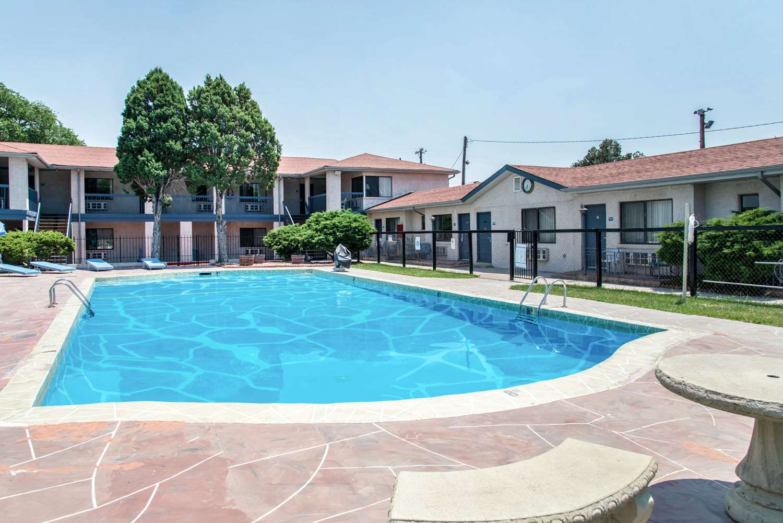 Pool - Rodeway Inn & Suites Colorado Springs