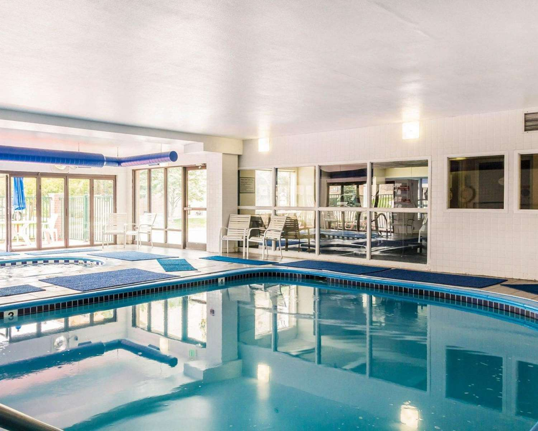 Pool - Quality Inn & Suites Westminster