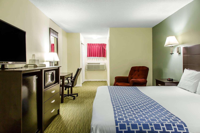 Room - Rodeway Inn Groton