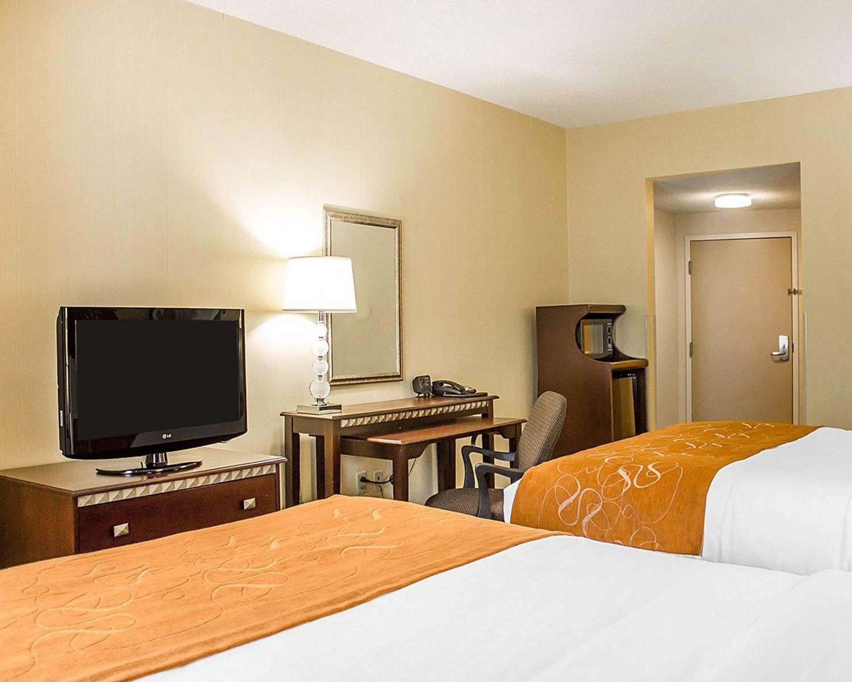 Room - Comfort Suites Southington