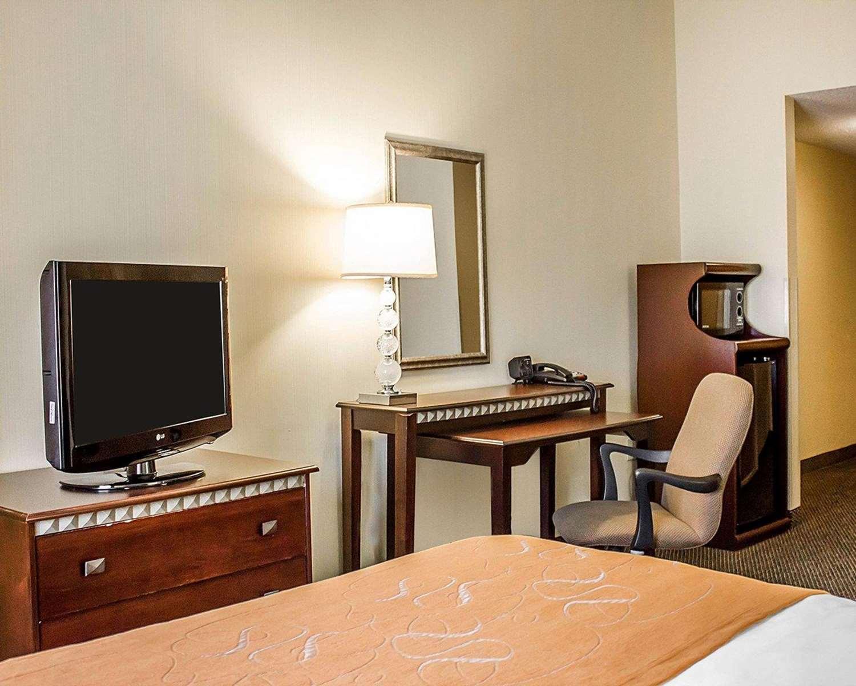 Suite - Comfort Suites Southington