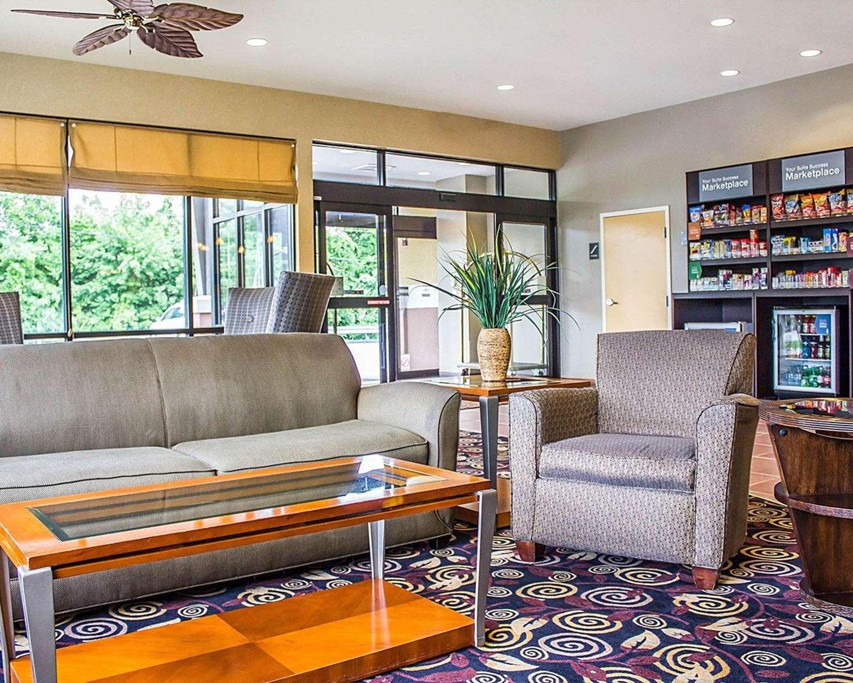 Lobby - Comfort Suites Southington