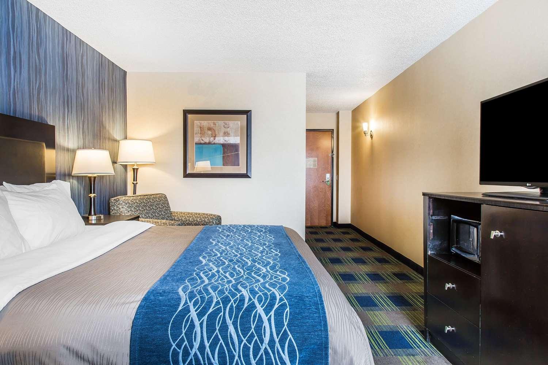 Room - Comfort Inn & Suites Meriden