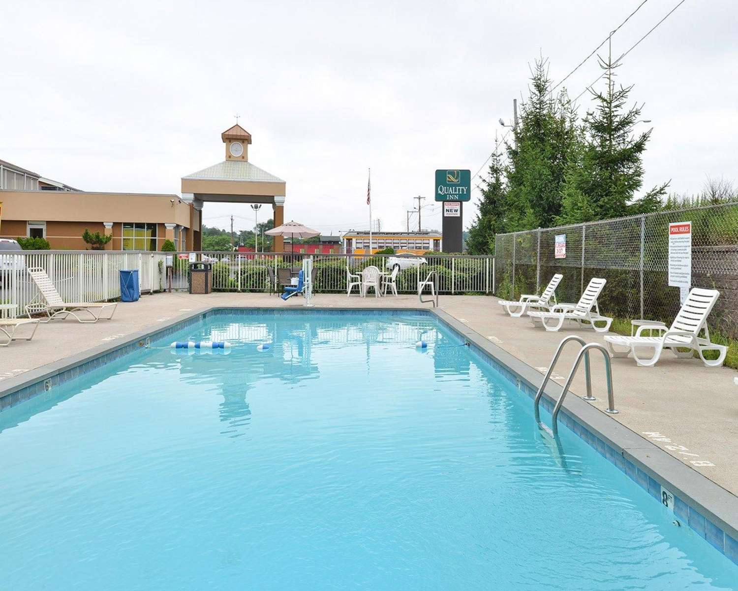 Pool - Quality Inn East Haven
