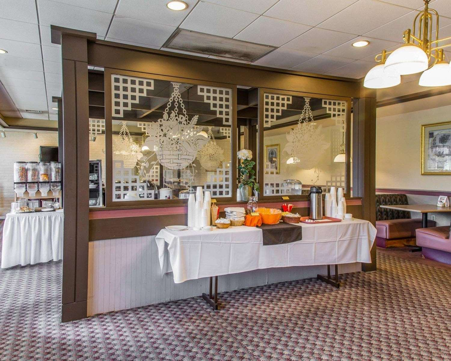 Restaurant - Rodeway Inn & Suites East Windsor