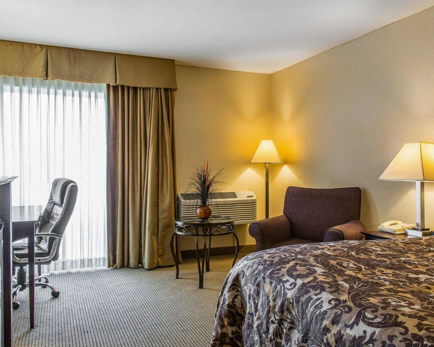 Room - Rodeway Inn & Suites East Windsor
