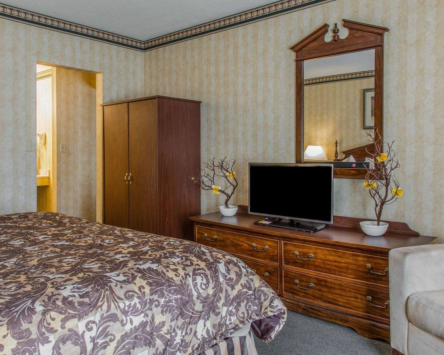 Suite - Rodeway Inn & Suites East Windsor