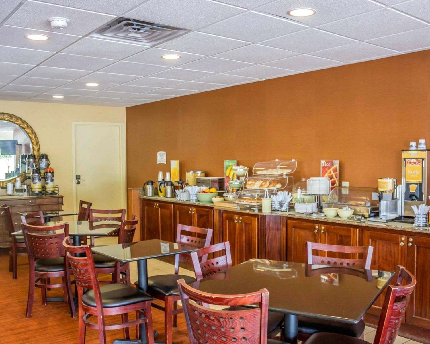 Restaurant - Quality Inn Waterbury