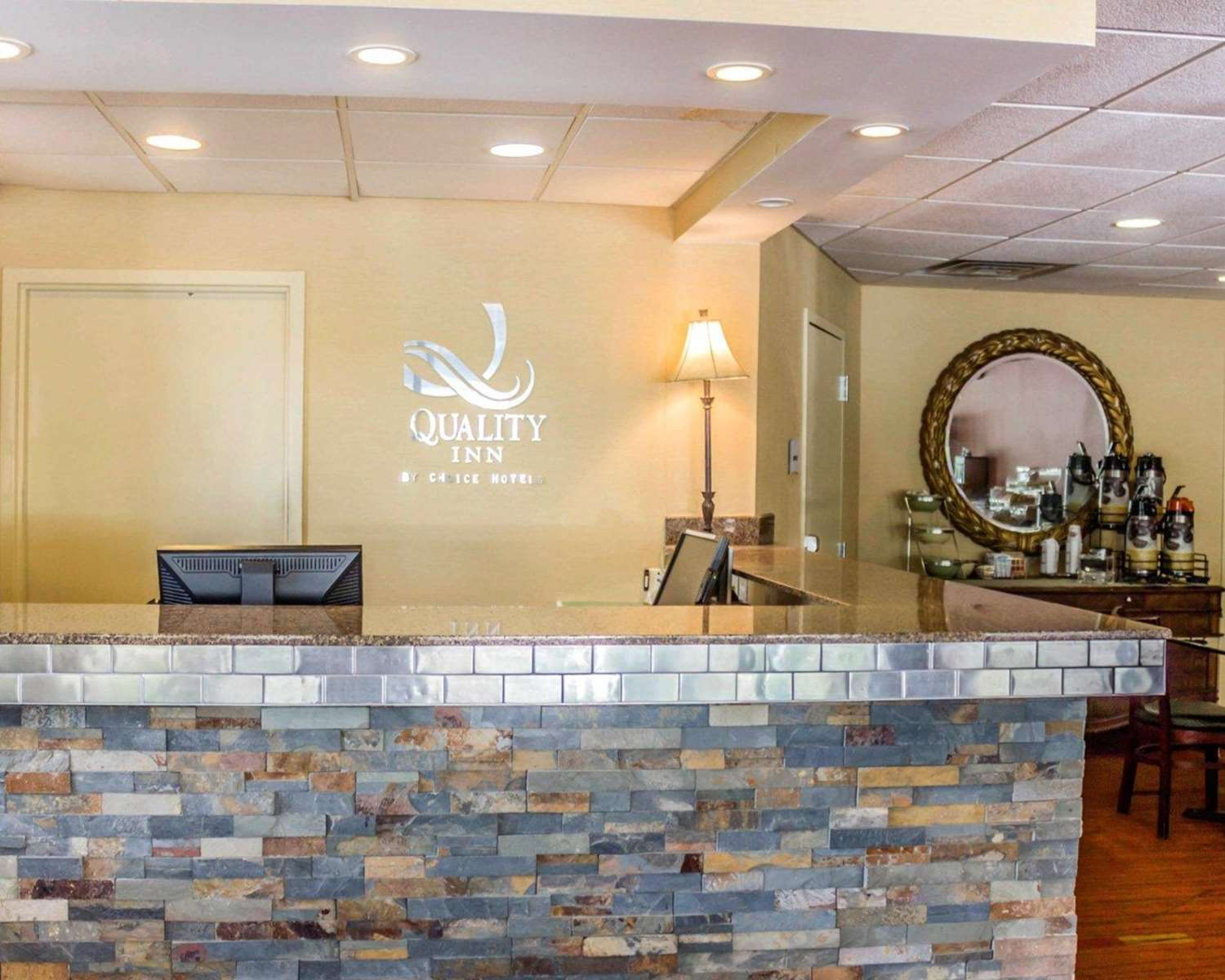 Lobby - Quality Inn Waterbury
