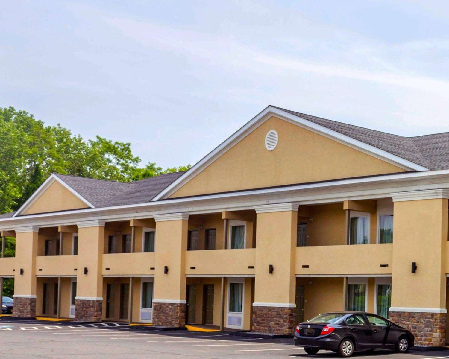 Exterior view - Quality Inn Waterbury