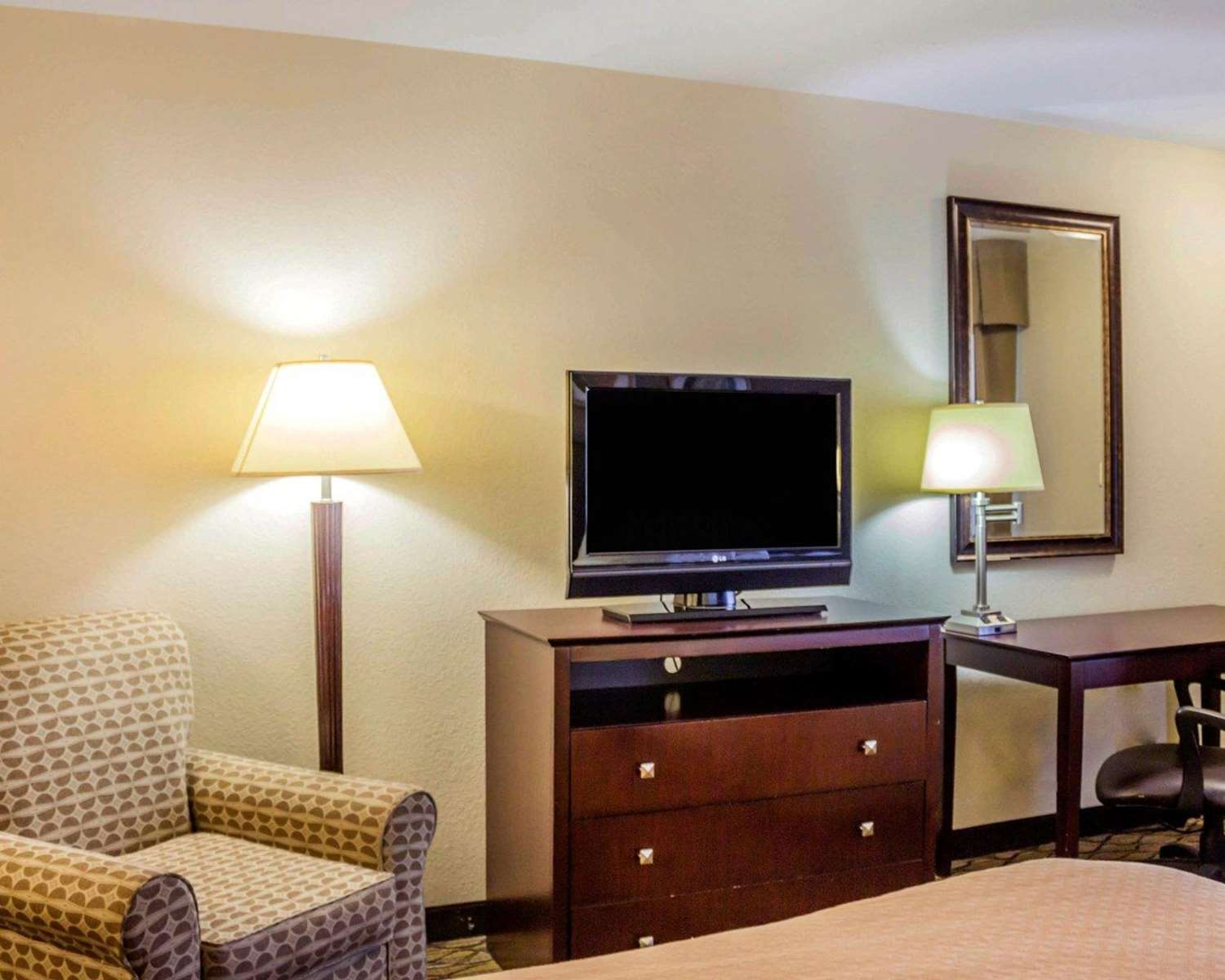Room - Quality Inn Waterbury