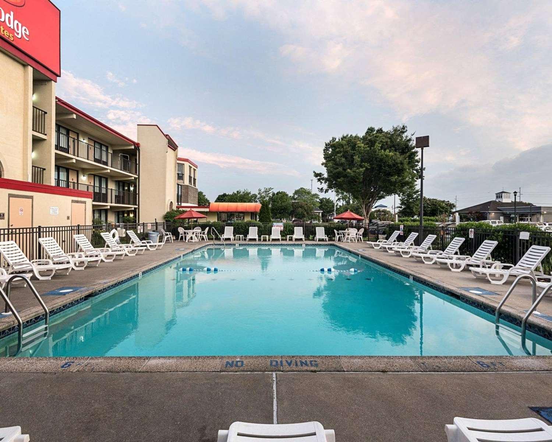 Pool - Econo Lodge & Suites Resort Rehoboth Beach