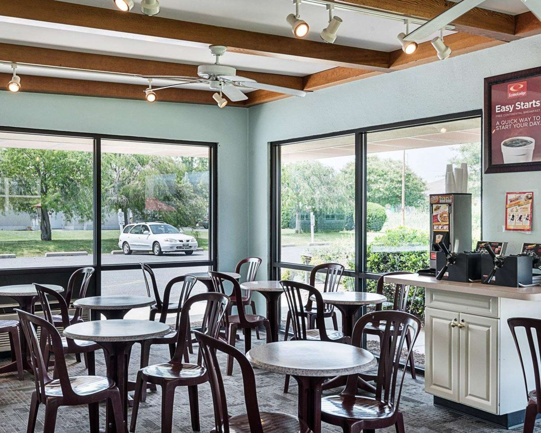 Restaurant - Econo Lodge & Suites Resort Rehoboth Beach