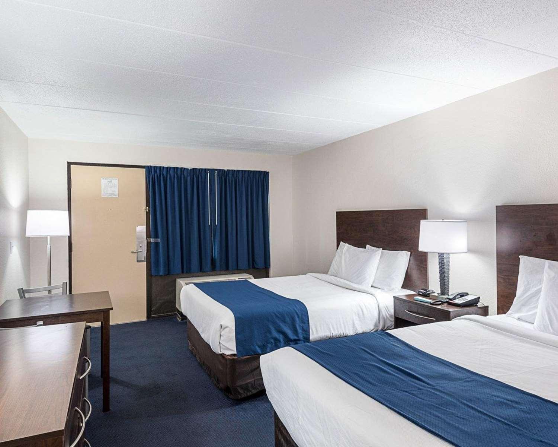 Room - Econo Lodge & Suites Resort Rehoboth Beach
