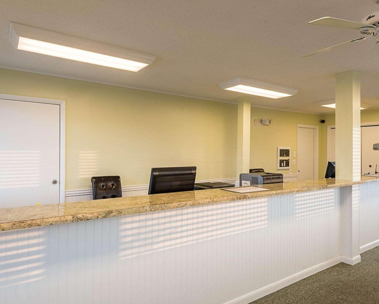 Lobby - Rodeway Inn & Suites Rehoboth Beach