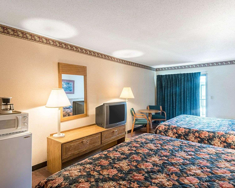 Room - Rodeway Inn & Suites Rehoboth Beach