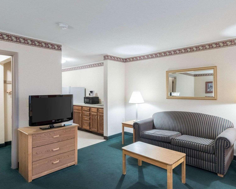 Suite - Rodeway Inn & Suites Rehoboth Beach