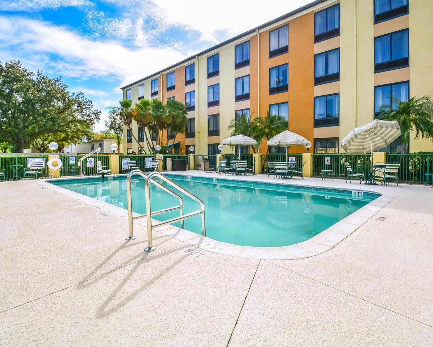 Pool - Comfort Suites Southeast Tampa