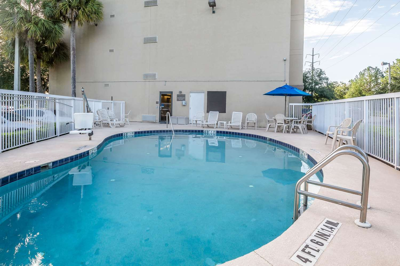 Pool - Comfort Inn West Gainesville