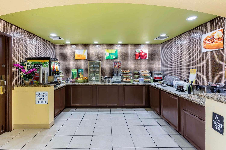Restaurant - Quality Suites Deerfield Beach