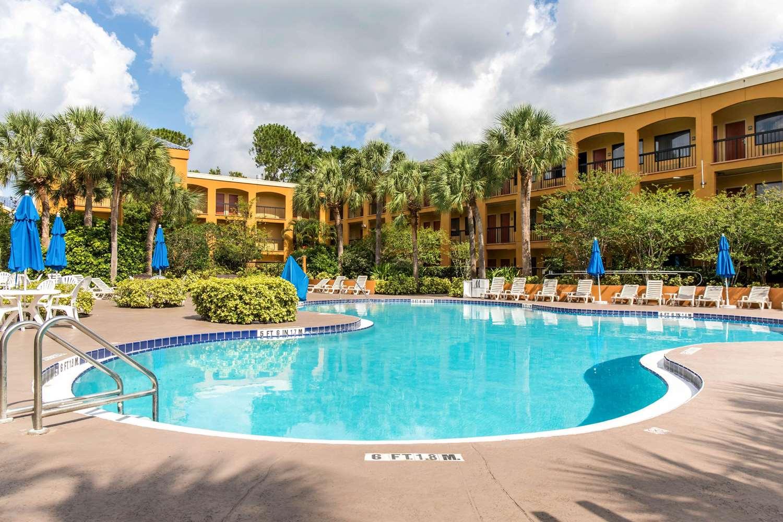 Pool - Quality Suites Universal South Orlando