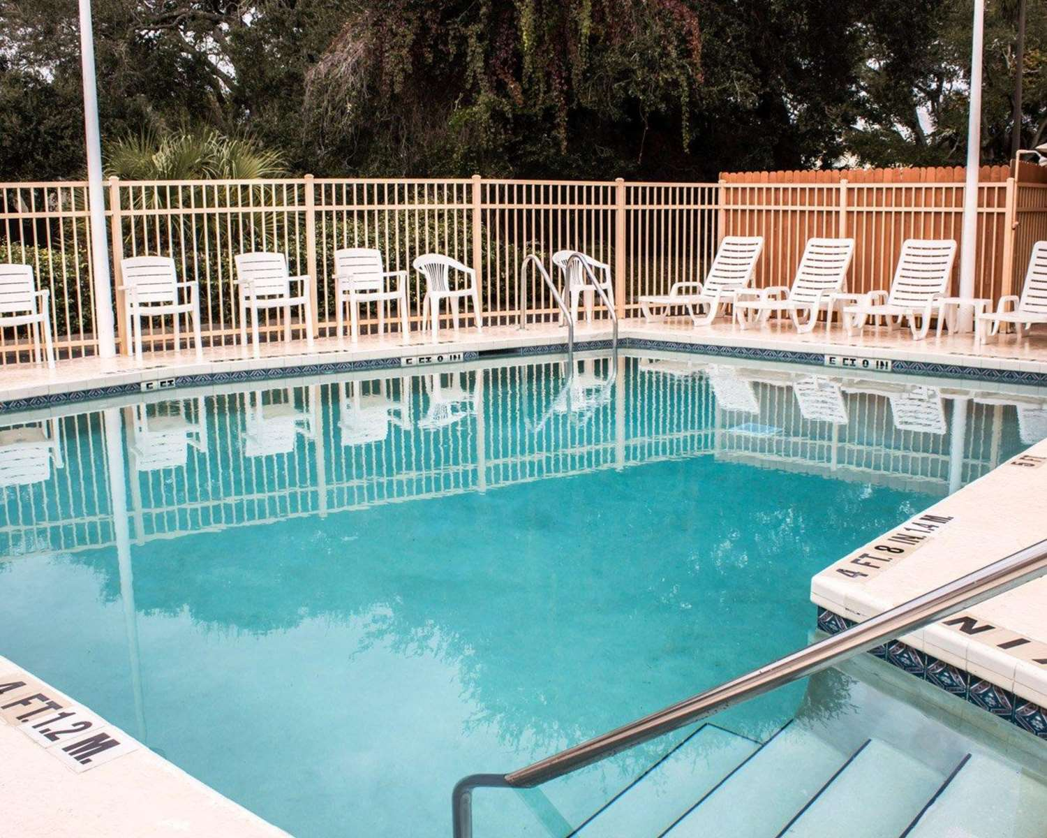Pool - Quality Inn & Suites St. Augustine Beach