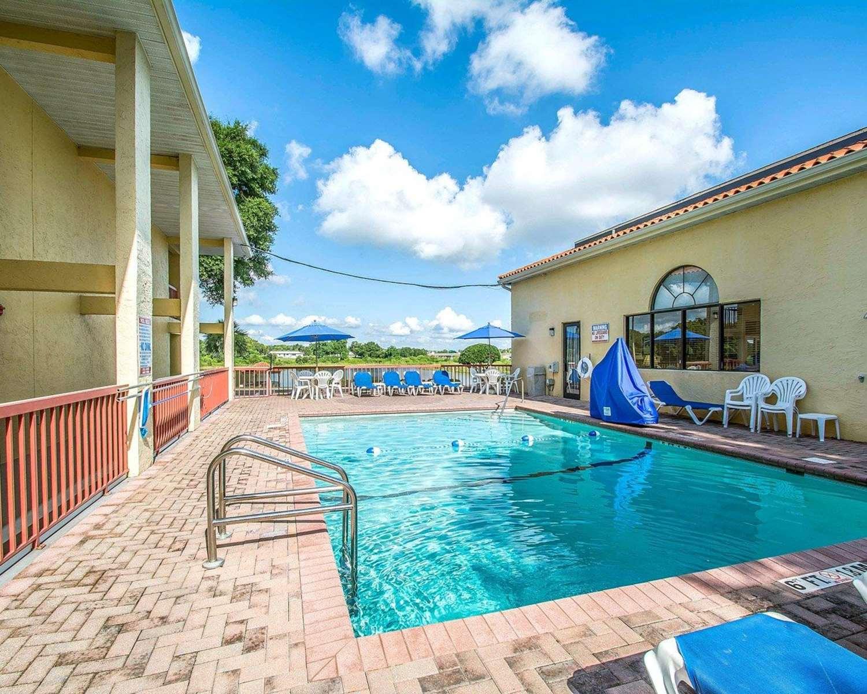 Pool - Quality Inn & Suites Mt Dora
