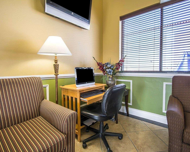 Conference Area - Quality Inn & Suites Mt Dora
