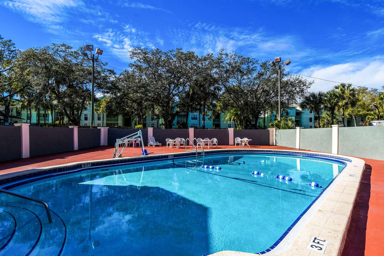 Pool - Econo Lodge Busch Gardens Tampa