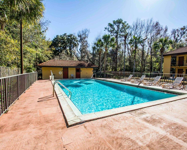 Pool - Quality Inn University Gainesville