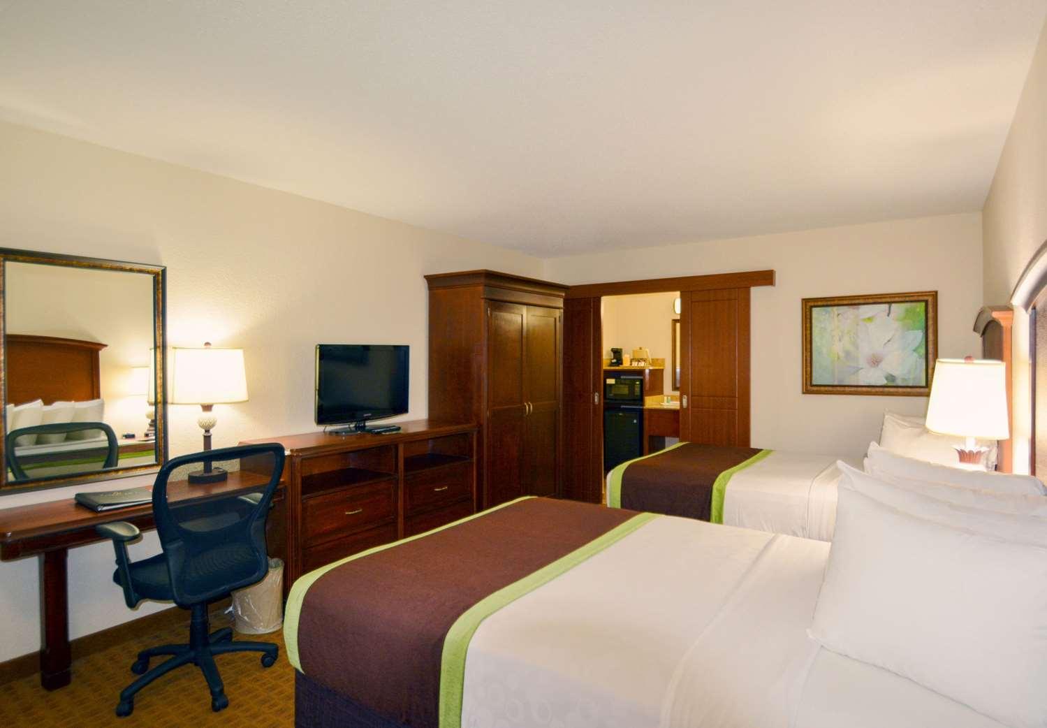 Room - Clarion Inn Lake Buena Vista