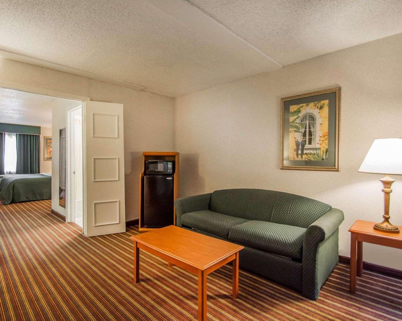 Suite - Quality Inn & Suites Kenwood St Petersburg
