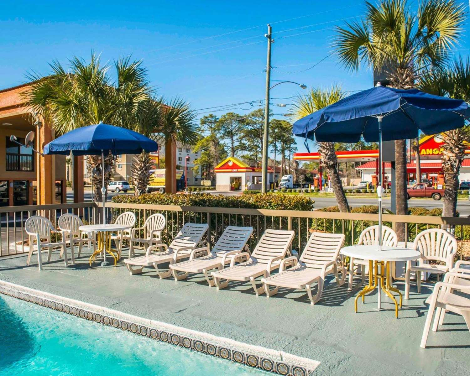 Pool - Econo Lodge Panama City