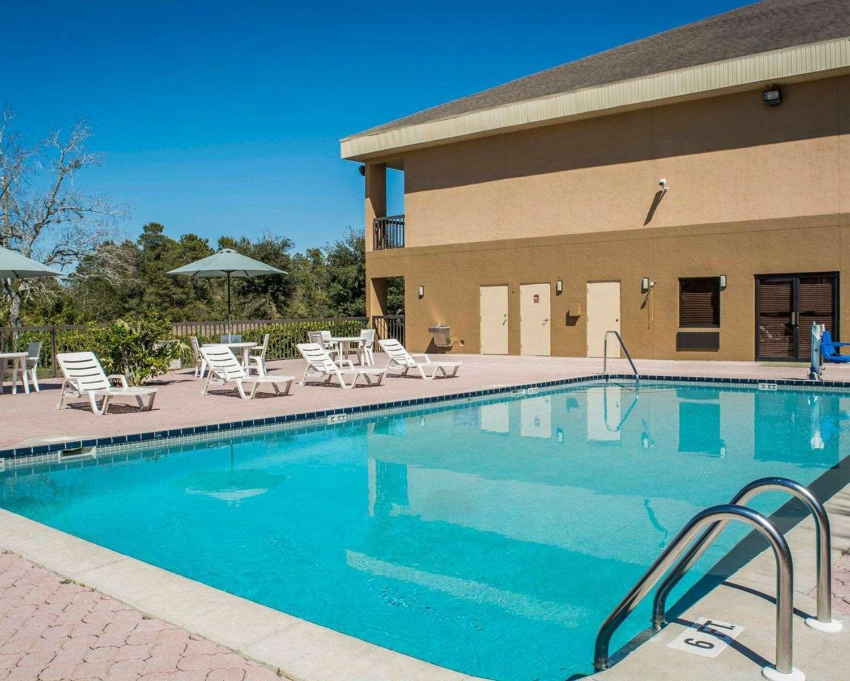 Pool - Quality Inn Weeki Wachee