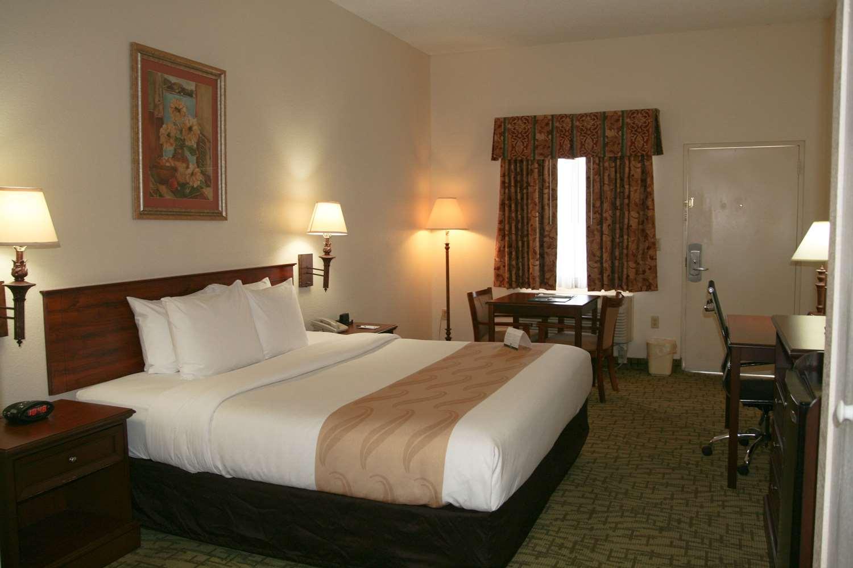 Room - Quality Inn Weeki Wachee