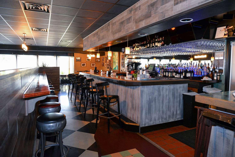 Bar - Quality Inn & Suites Gulf Breeze