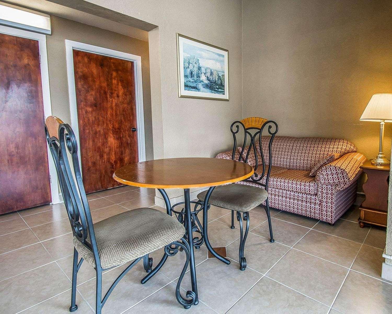 Lobby - Rodeway Inn Gainesville