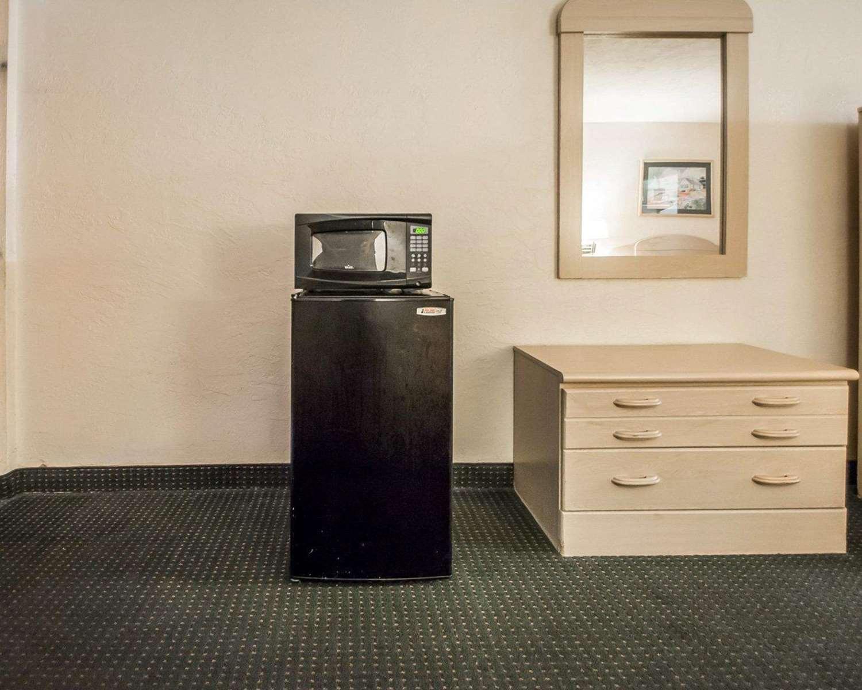 Room - Rodeway Inn Gainesville