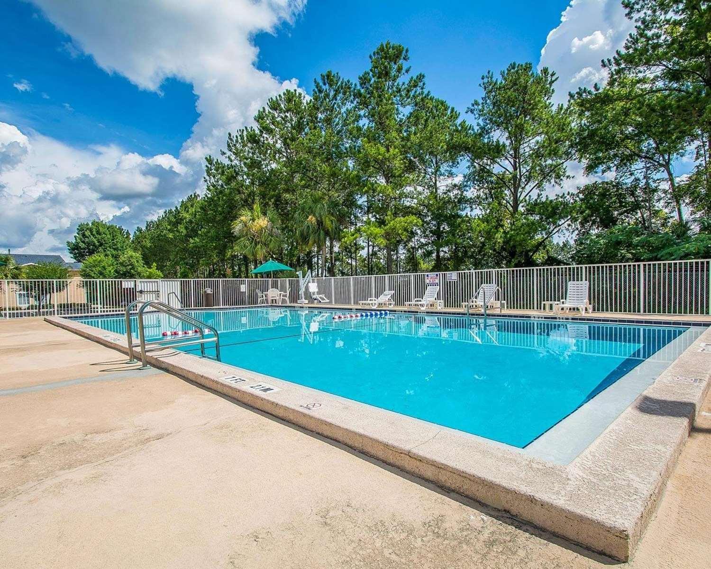 Pool - Rodeway Inn Gainesville